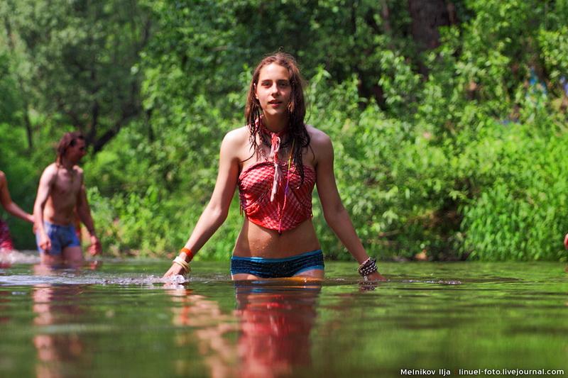 фото девушки купаются