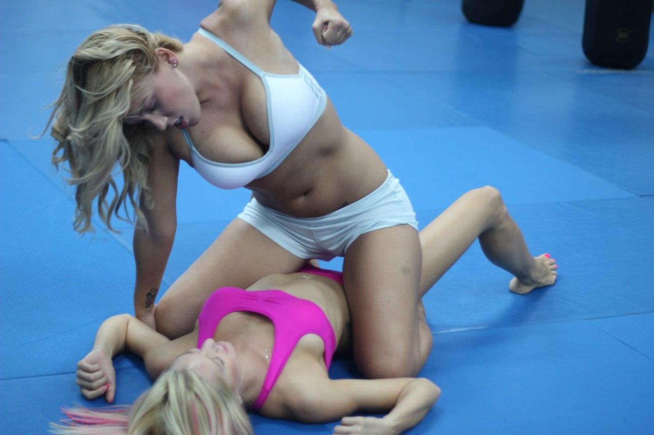 Толстые дерутся на ринге 1 фотография