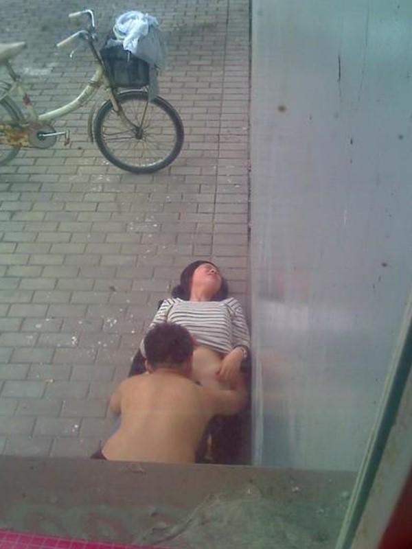 Секс в публичных местах (22 фото) .