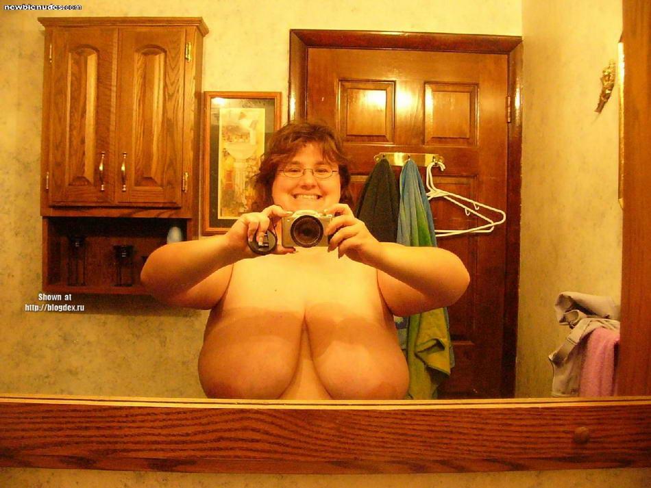 Девушки фотографируют себя в зеркале (15 фото) .